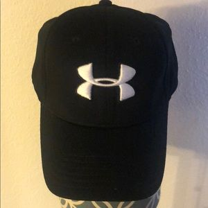 NWOT Dri Fit Under Armour Black Fitted Hat M/L